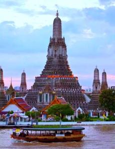 Amazing Temple in Bangkok ( Wat Arun ) Thailand